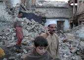 Zbořený dům ve městě Mingora v Pákistánu (foto: Reuters).